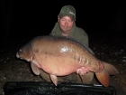 Lee Bundock 37lbs 7oz mirror carp-Charlie Big Spuds from Rookley Country Park using TB FEEDS.