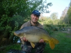 28lbs 10oz Mirror Carp from Les Burons Carp Fishing using Nutrabaits Trigga.. Caught fishing to left side of right island in 3 feet of water. Using Century NG Rods, Shimano 6000GTE reels, 15lbs